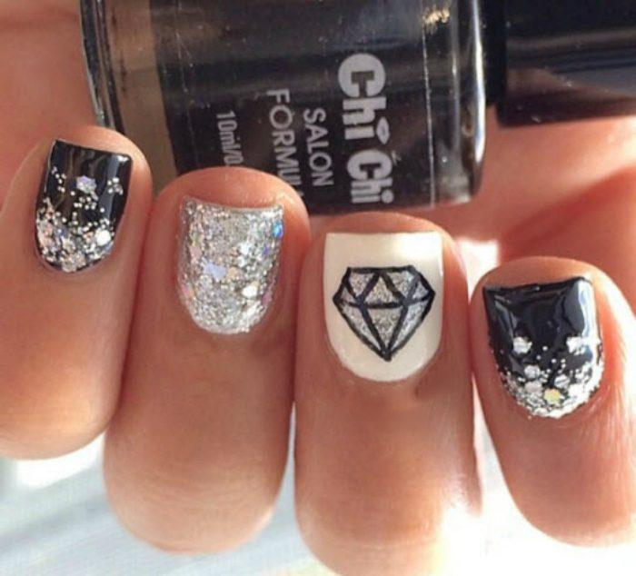Кристаллы на ногтях