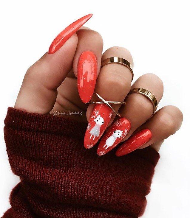 Красный новогодний маникюр