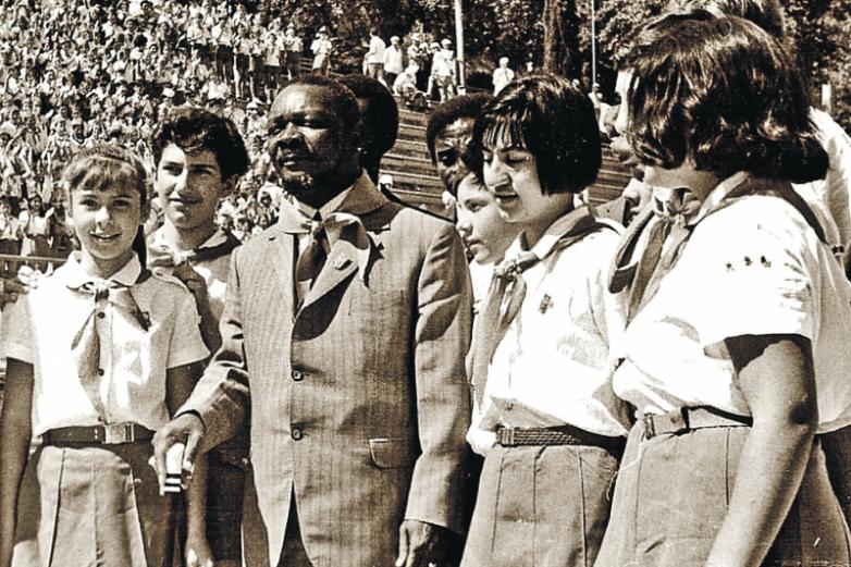 Как африканского диктатора в пионеры приняли