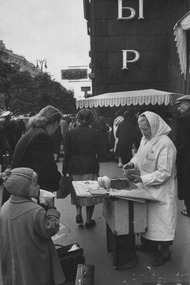 Простые москвички в 1956-м году