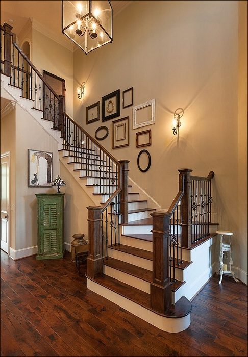 How to decorate staircase wall