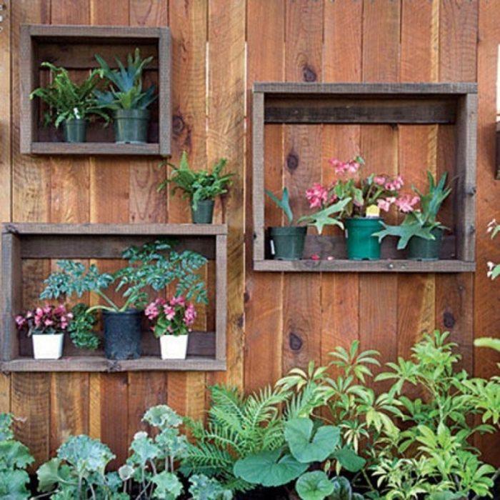 Стены своими руками в саду