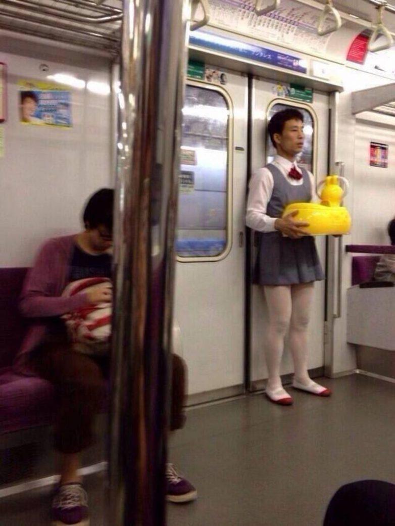 Што японки творят в метро 23 фотография