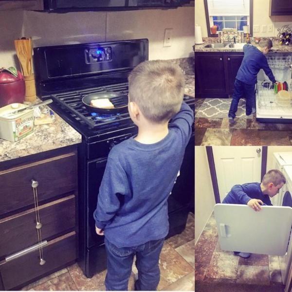 Мама учит своего сына