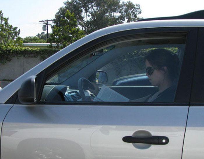 Внимание! Женщины за рулём!