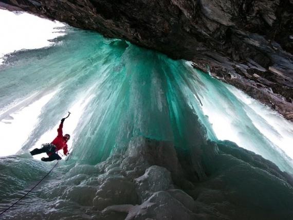 Фантастические водопады: мощь природы, скованная льдом