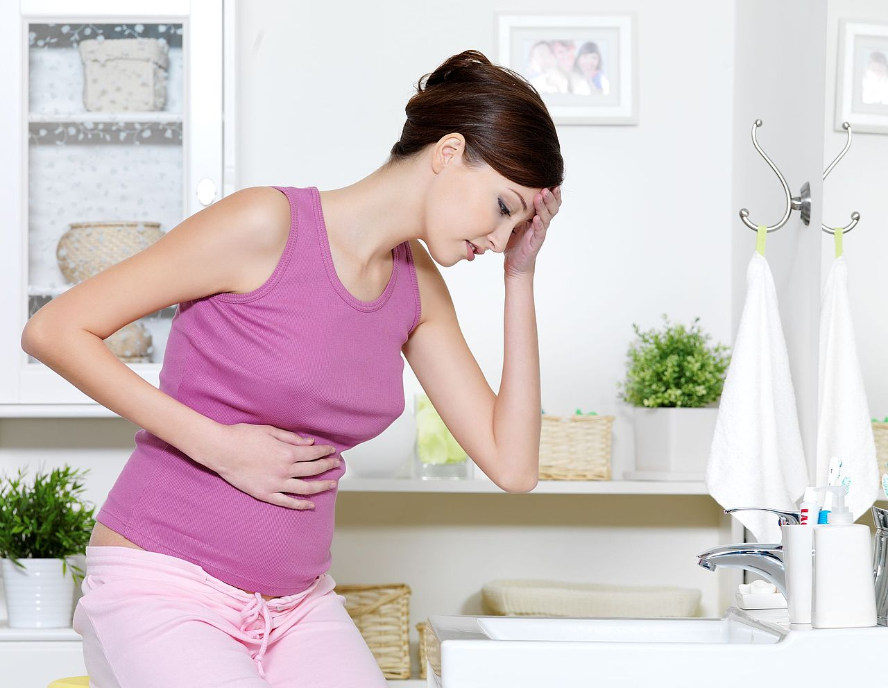 Не беременна а тошнит почему
