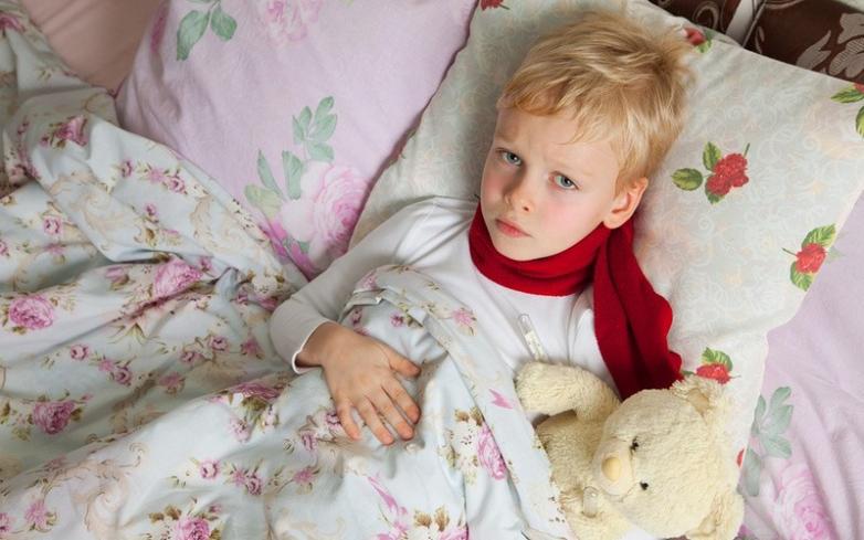 Если у ребенка температура то его стоит накрывать