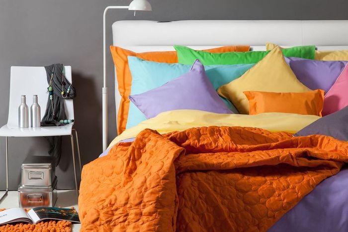 Увидеть во сне ткани - предвещает, что неверные друзья будут чинить вам помехи, ввергая в потери и неприятности.