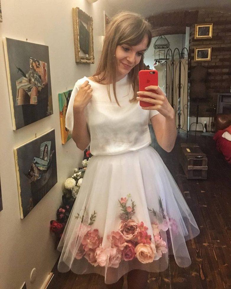 Очень красивые наряды из шифона и искусственных цветов