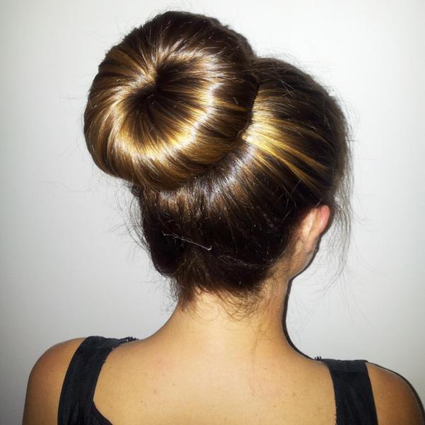 5 самых красивых и необычных способов собрать волосы в пучок