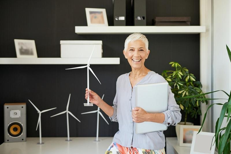 Стильные короткие стрижки для женщин за 60