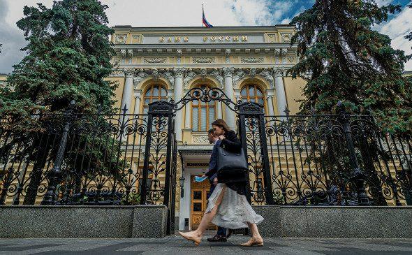 Центробанк даст право проводить платежи россиян не только банкам
