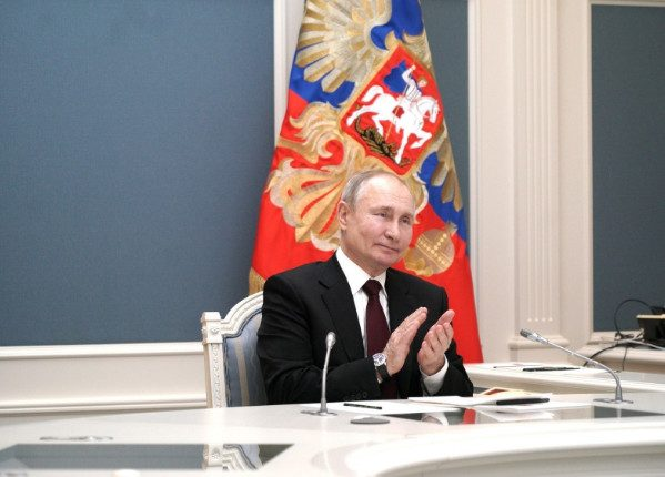 Путин говорил, что у него нет телефона, но проголосовал онлайн