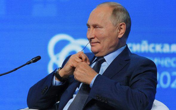 Путин рассказал, как ему удалось избежать заражения коронавирусом