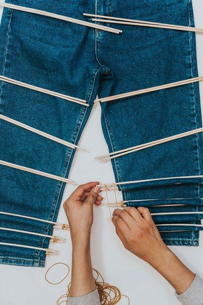 Как просто и красиво преобразить джинсы