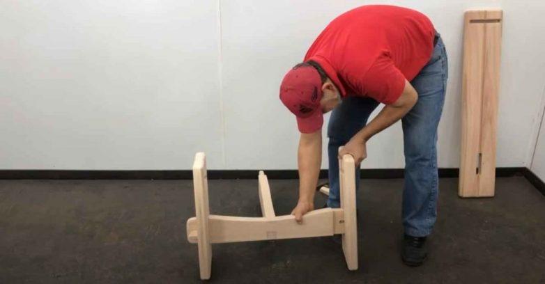 Удобное садовое кресло на трёх ножках