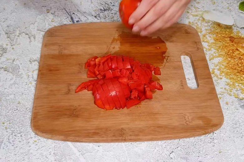 Баклажаны, запечённые с помидорами, чесноком и сыром