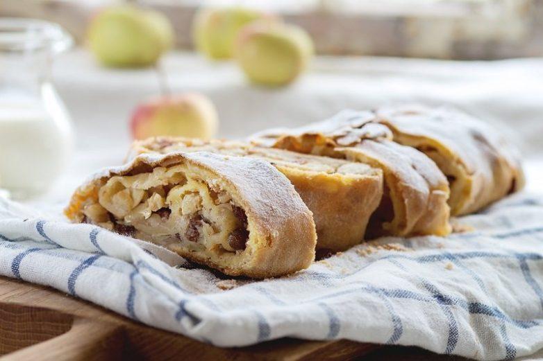 «Ленивый штрудель» с яблоками и корицей