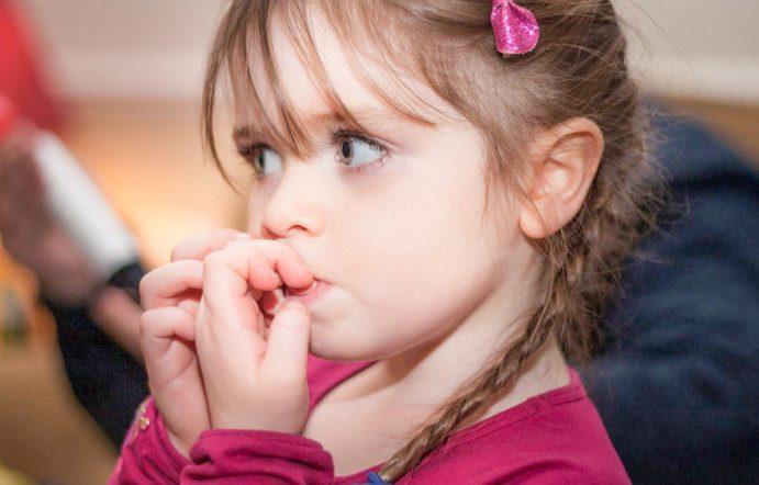 5 способов отучить ребенка от привычки грызть ногти