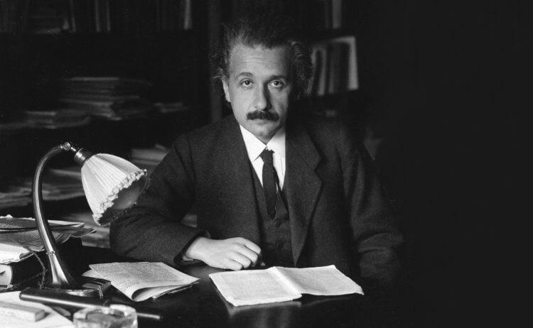 Кресты Эйнштейна: учёные обнаружили 12 странных квазаров