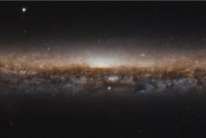 Как галактика Острие Ножа хвостом обзавелась?