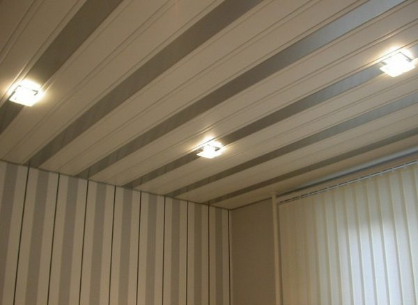 Потолок из пластиковых панелей: плюсы и минусы