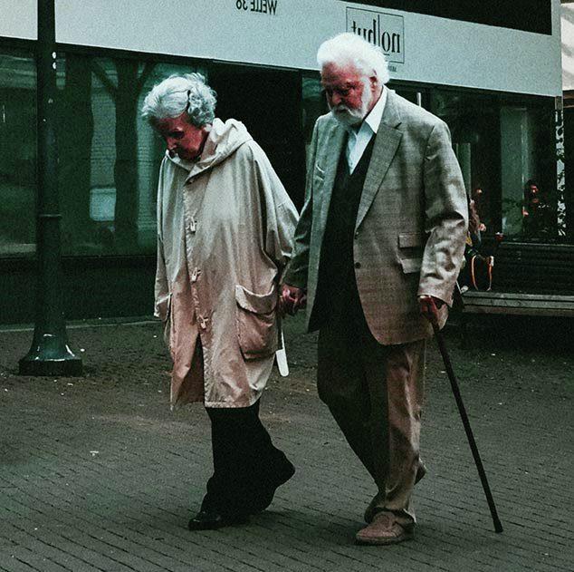 Можно ли смириться со старостью и как это сделать?