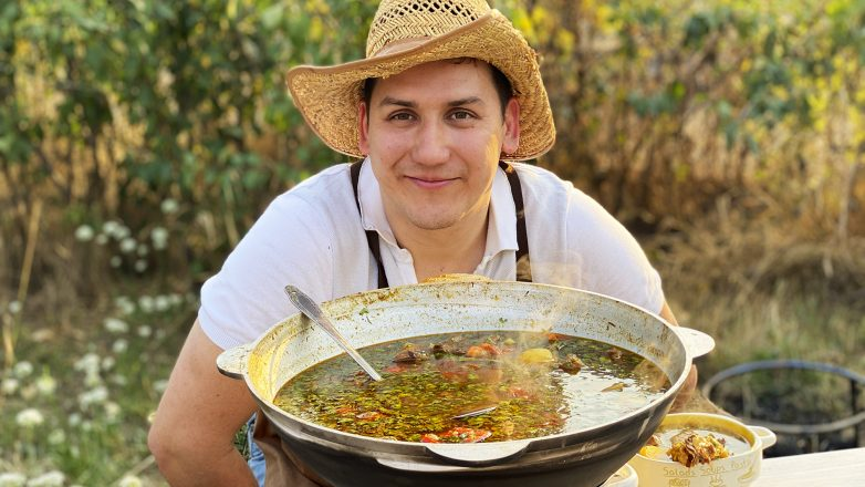 Узбекский суп «Шурпа» в казане - вся деревня сбежалась!
