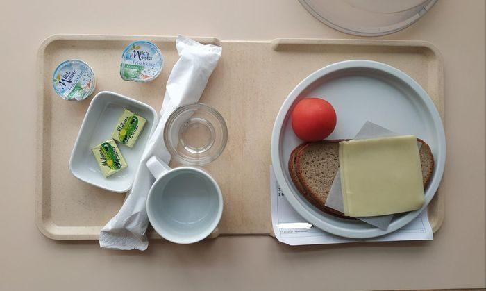 16 фото скудной больничной еды из разных стран, с которой пациенты будут долго идти на поправку