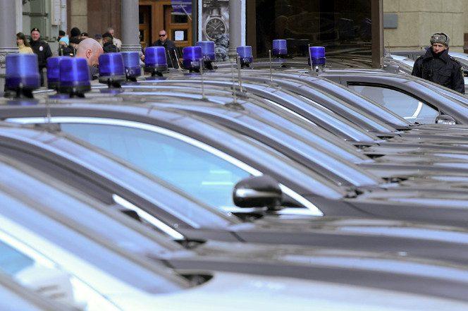 Российских чиновников стали чаще штрафовать за поездки на служебных авто в личных целях