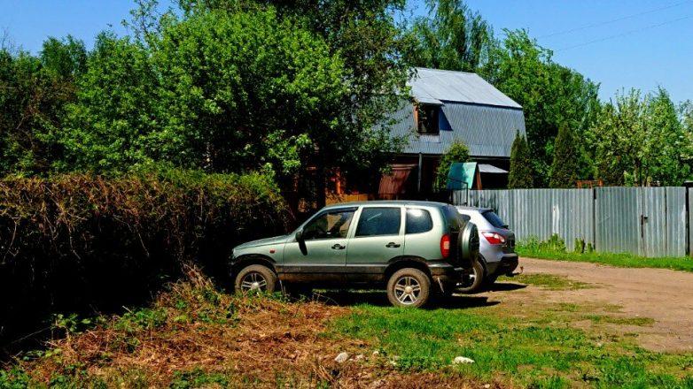 Чем грозит автовладельцу парковка рядом со своим домом или забором?