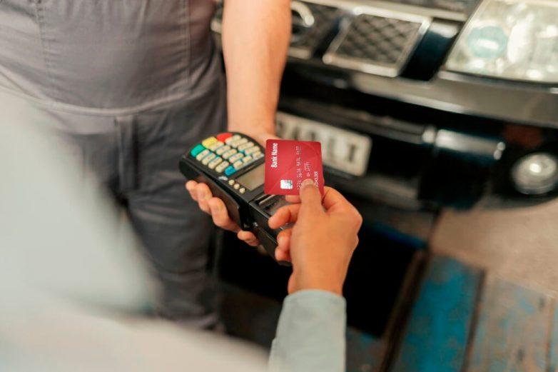 Какие реквизиты банковской карты можно, а какие нельзя сообщать третьим лицам?