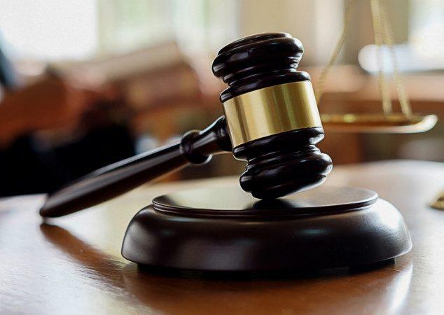 Как суд рассматривает дело без лица, участвующего в нём?