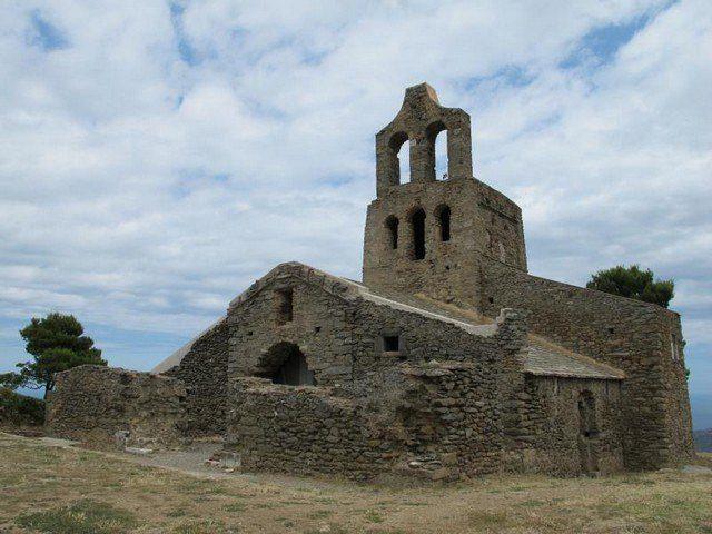 Санта-Крус-де-Родес — уникальная постройка, пережившая чуму и пиратов