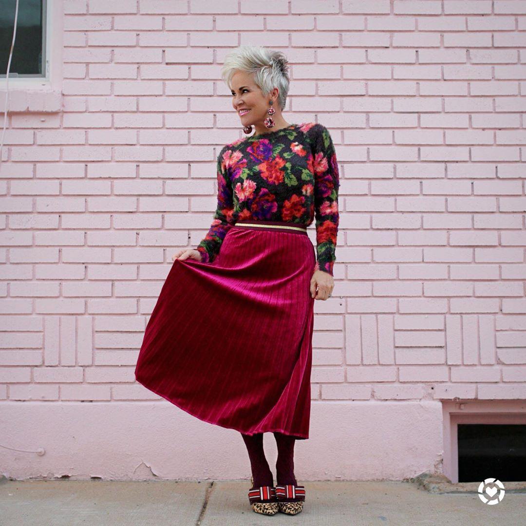 Что носить этим летом в 50 лет, чтобы выглядеть визуально моложе