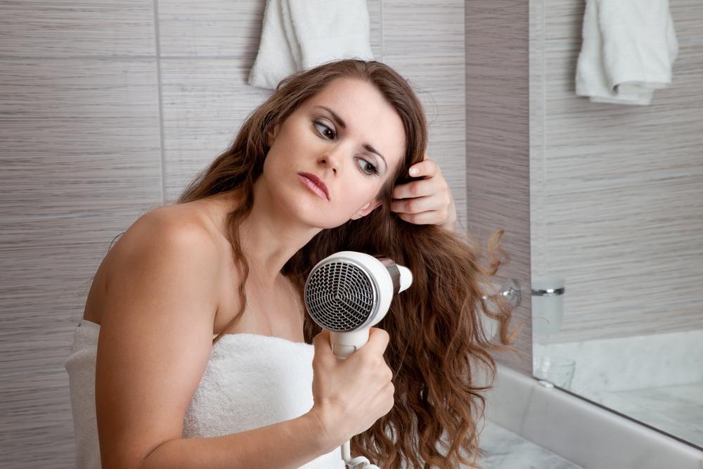 Ошибки, которые заставляют ваши волосы выглядеть тонкими